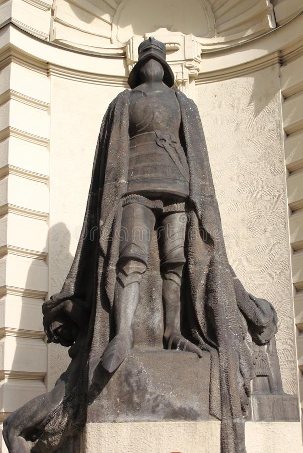 iron-knight-statue